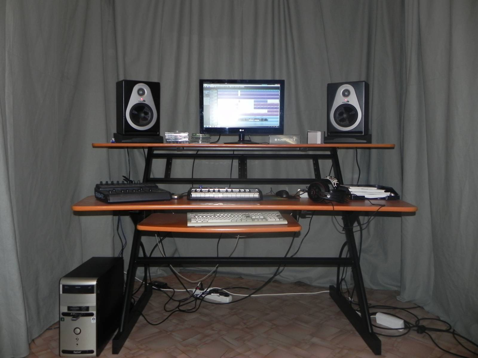комплекте кроваткой столы для компьютера и аудио аппаратуры фото качество говорит само